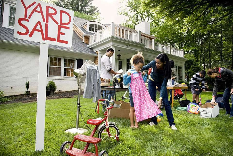 Too Much Clutter? Try Having A Garage Sale!