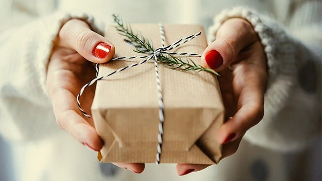 6 Inexpensive Gift Ideas to Make A Woman Feel Special